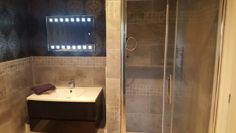 York en-suite shower